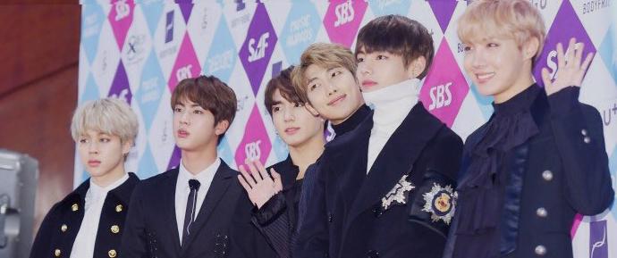 📷 BTS @ Red Carpet do KBS Awards Festival 2016