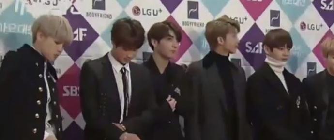 🎥 BTS chegando ao Red Carpet do SBS Awards Festival 2016