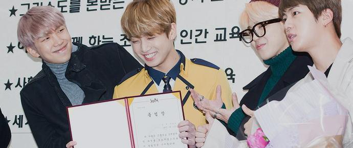 📷 BTS na cerimônia de formatura do JungKook
