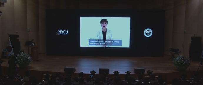 🎥 Discurso de Jin na Cerimônia de Entrada da Hanyang Cyber University