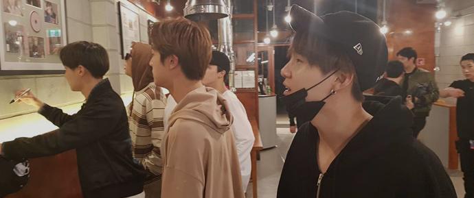📷 BTS x BBQ Restaurant