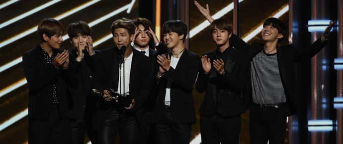 Pessoas discutem representação asiática após vitória histórica do BTS no Billboard Music Awards