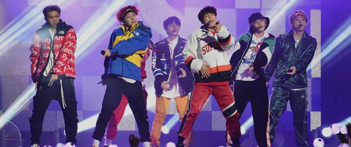 """BTS anima o programa """"Jimmy Kimmel Live!"""" antes da apresentação no AMAs"""