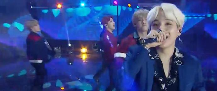 📷 BTS recebe Daesang e apresenta DNA e Not Today @ 32nd Golden Disc Music Awards