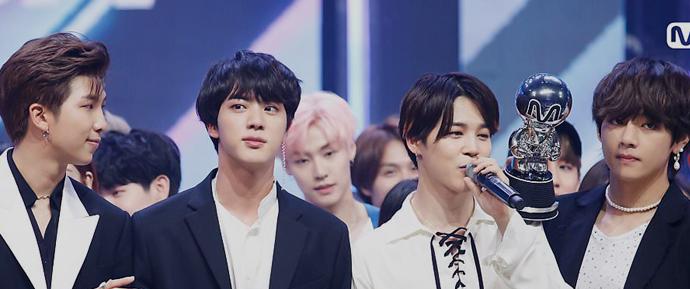 📷 BTS recebe prêmio no M Countdown