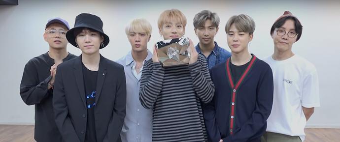 BTS celebra conquista de 10 milhões de inscritos no YouTube