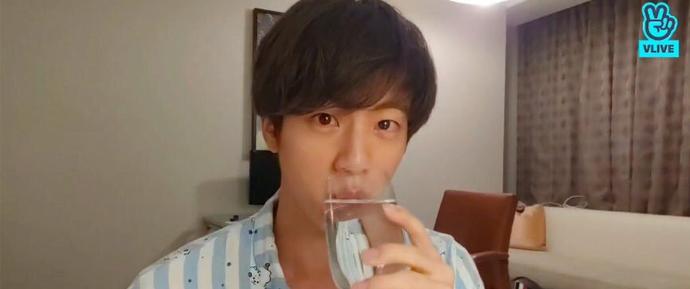 [V APP] 05.08.18 – Eat Jin
