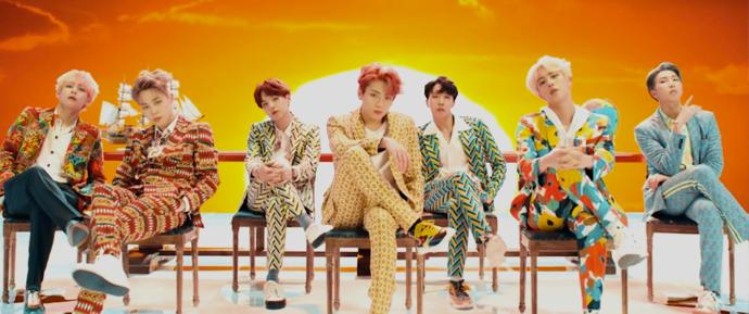 BTS permanece no Billboard 200 e Hot 100 pela terceira semana!