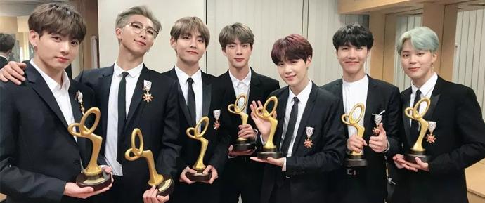 BTS conquista medalha de Mérito Cultural e os ARMYs estão morrendo de orgulho!