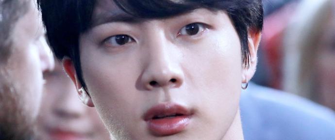 A beleza do Jin (sem edição!) surpreende a imprensa coreana