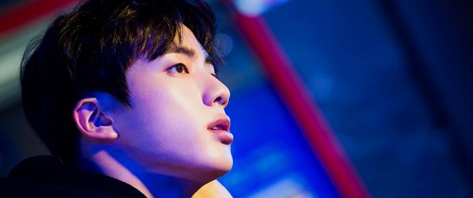 Worldwide Handsome, o retorno! 6 trending topics para Jin ao mesmo tempo 🔥