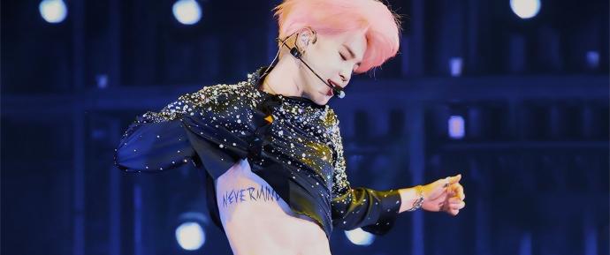 ARMYs debatem sobre tatuagem do Jimin: real ou referência ao comeback? 👀