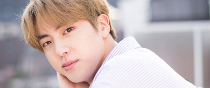 Jin garante aos ARMYs que a Big Hit dá ao BTS tempo para descansar