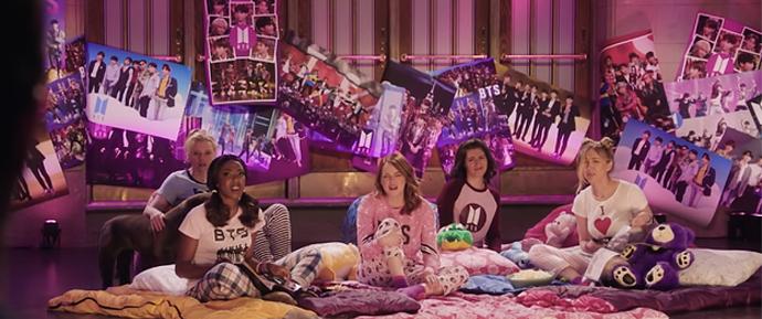 A propaganda para BTS no SNL é divertida, mas pecou em um ponto muito importante