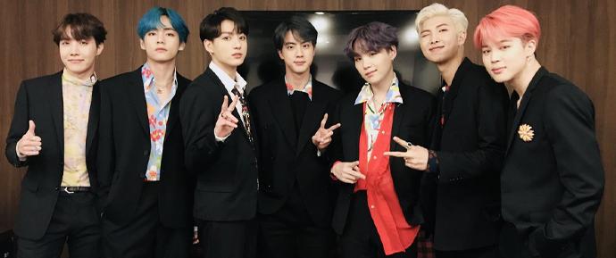 Quebrando barreiras! BTS é o PRIMEIRO artista de K-Pop a alcançar o topo dos charts do Reino Unido