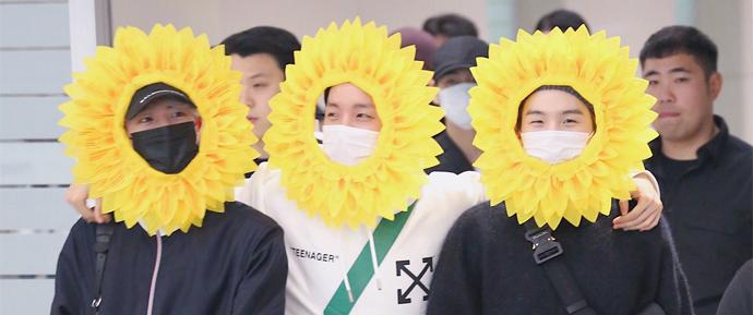 O retorno ensolarado do BTS à Coreia deixou os ARMYs curiosos 🌻