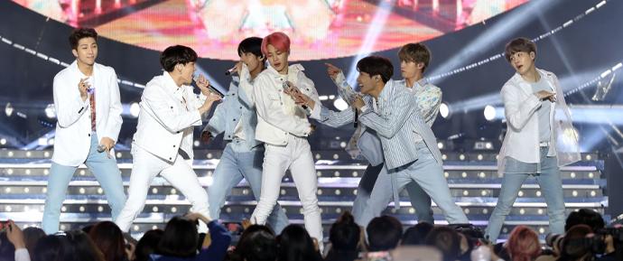 """""""O BTS não foi feito em um dia"""": O sucesso do grupo pelo olhar do crítico Kim Young-dae"""