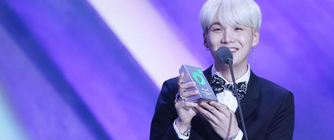 Efeito SUGA: o gênio musical do BTS é o produtor mais cobiçado entre os artistas
