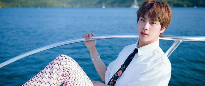 Jin é eleito como a companhia perfeita para uma viagem! ✈️