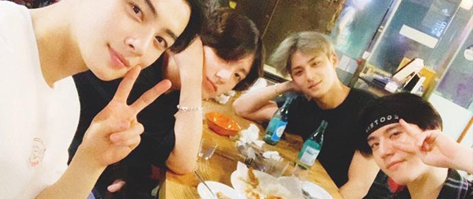JungKook aquece o coração dos ARMYs em foto com os amigos 97 liners! 💘