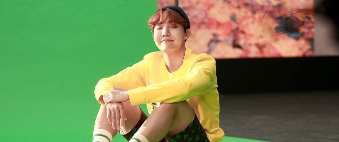 O mundo é do J-Hope! 'Daydream' alcançou 100 MILHÕES de views no YouTube 🌎