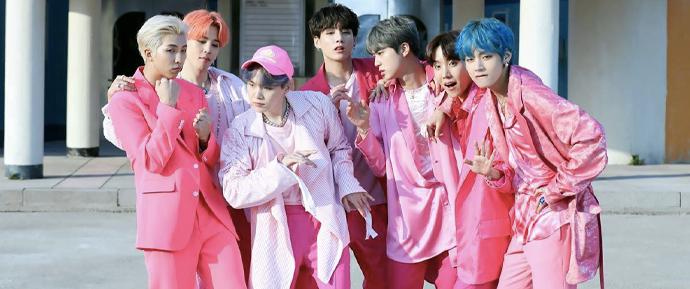 ʽBoy With Luv' é o MV mais rápido de um grupo coreano a atingir 900 MILHÕES de views!