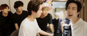 O BTS invadiu a live de aniversário do Jin (e foi extremamente caótico) 💖
