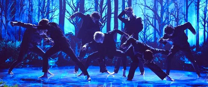 Fascinante! BTS apresenta 'Black Swan' pela primeira vez no The Late Late Show 😍