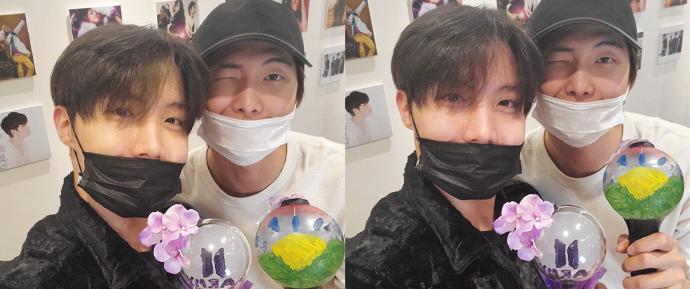Os ARMYs se divertiram com o tutorial de DIY de ARMY Bombs com RM e J-Hope!