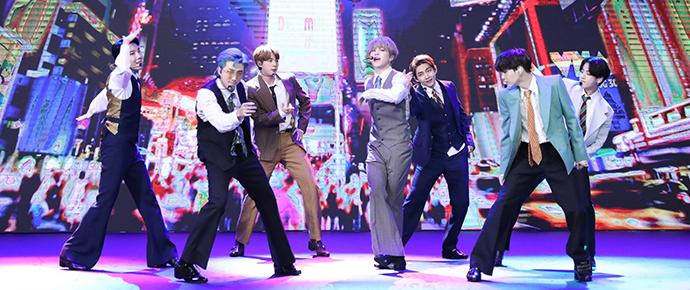 BTS ilumina Nova York em sua estreia com 'Dynamite' no palco do VMAs! 💥